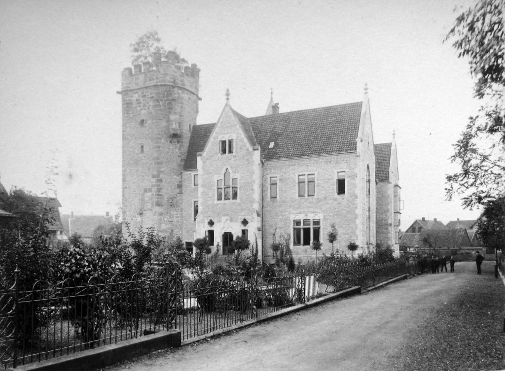 Landratsamt1889-09-28-01-Kreisständehaus-Fillerturm_Wallseitig