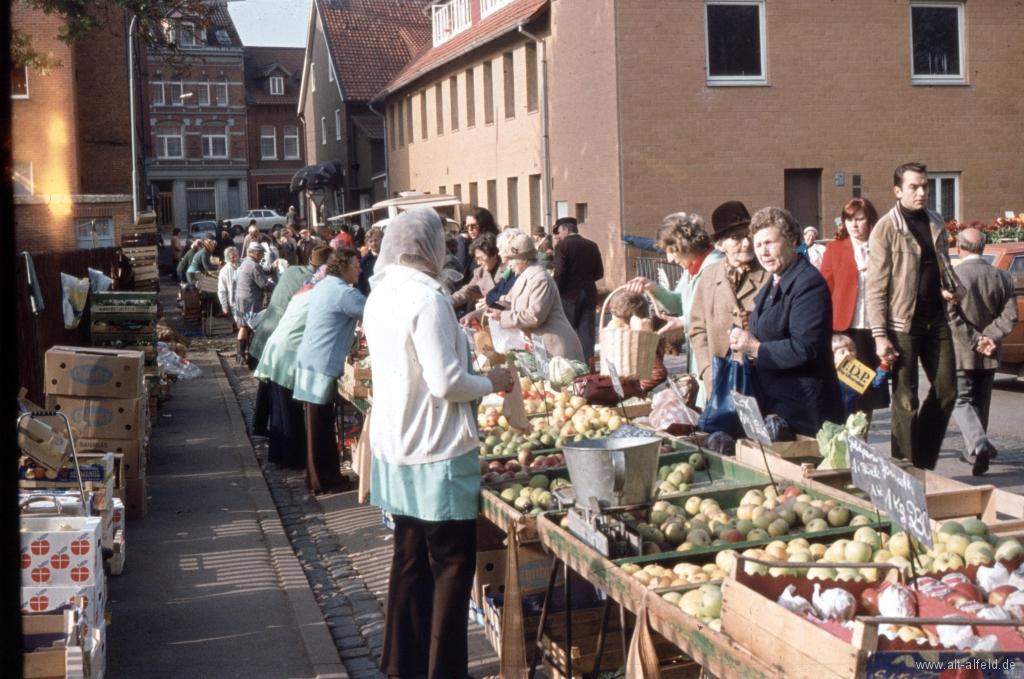 Bornstr1970er-02-Wochenmarkt