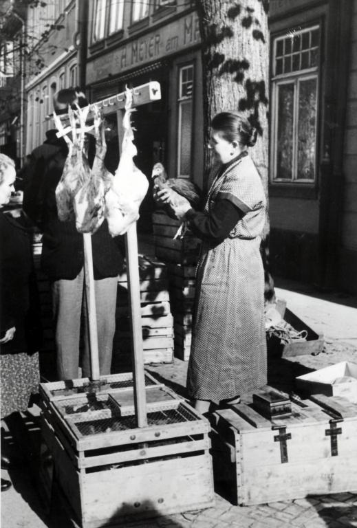 Marktplatz1954-02-Wochenmarkt