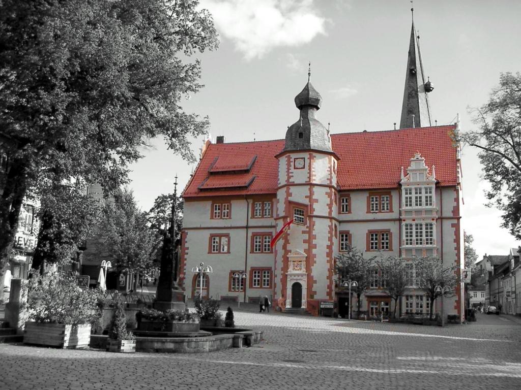 Rathaus2004-02a-COLOR_sw