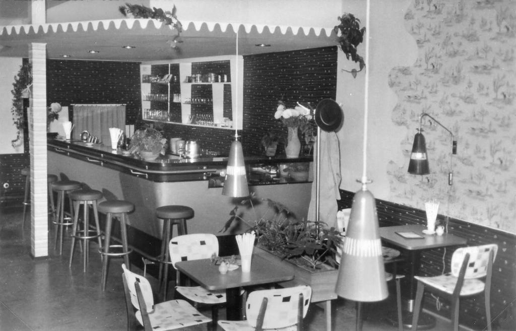 AlfelderMilchbar1950er-01- Horst Angerstein-HolzerStr32-