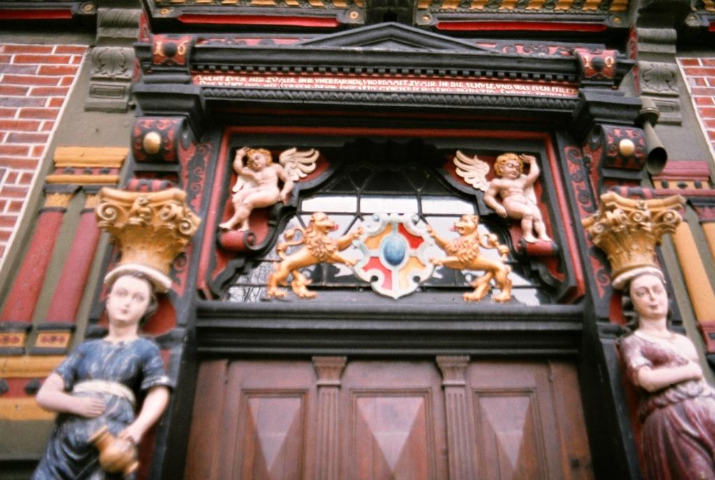 AlteLateinschule1979-04-Eingangstür