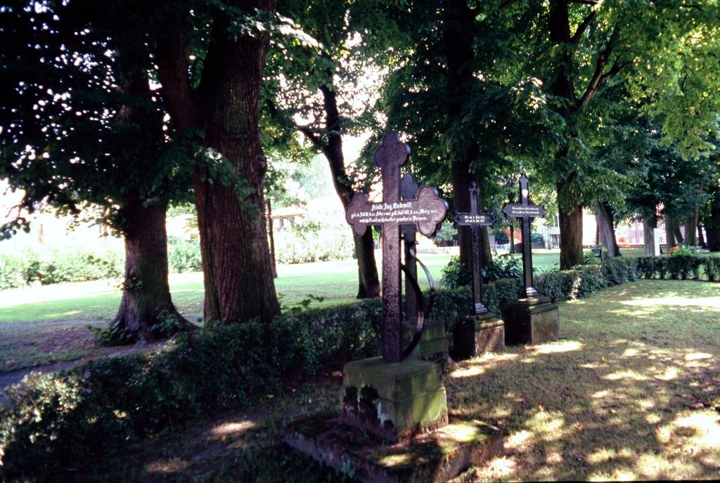 AlterFriedhof1991-06