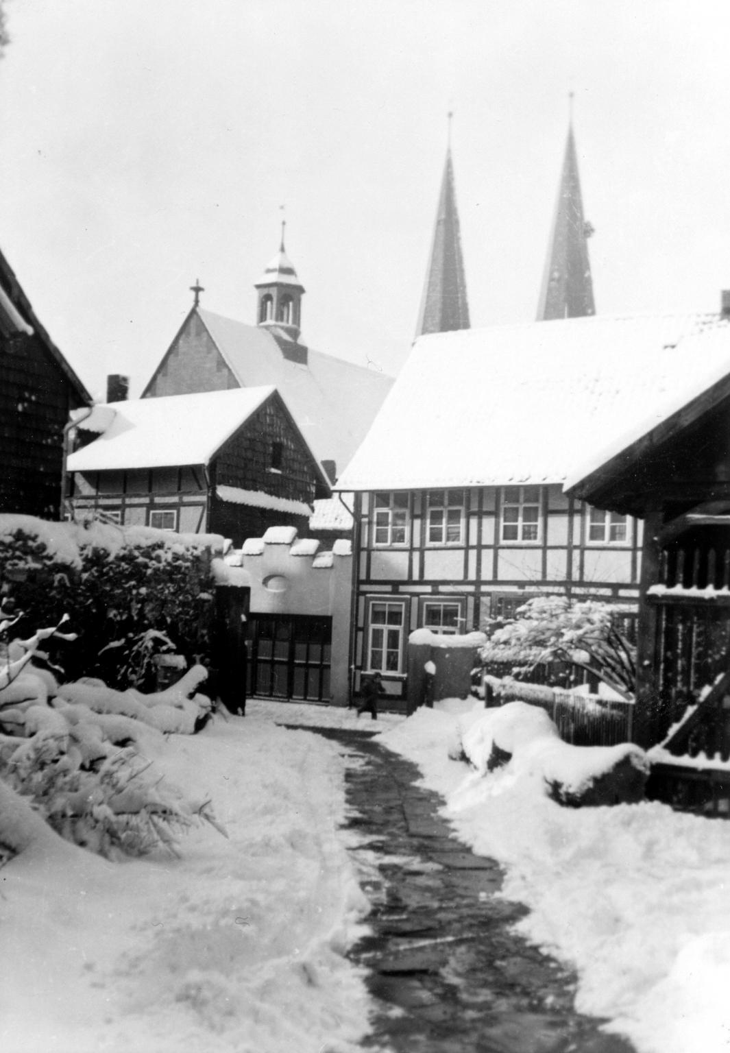 AmMönchehof1950er-04-SuperintendenturDurchgang