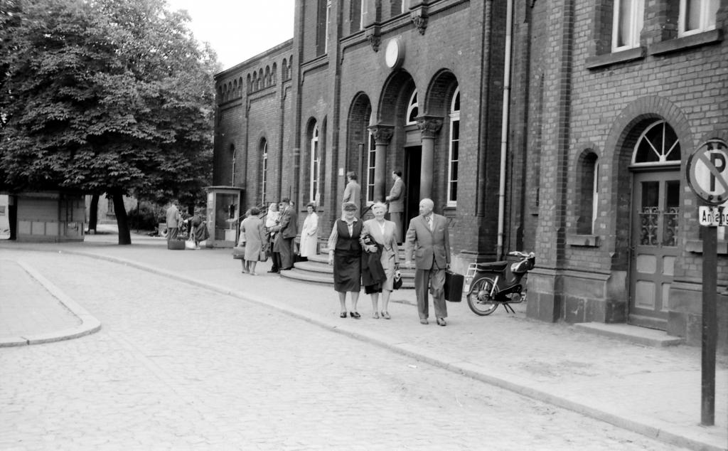 Bahnhof1950er-06