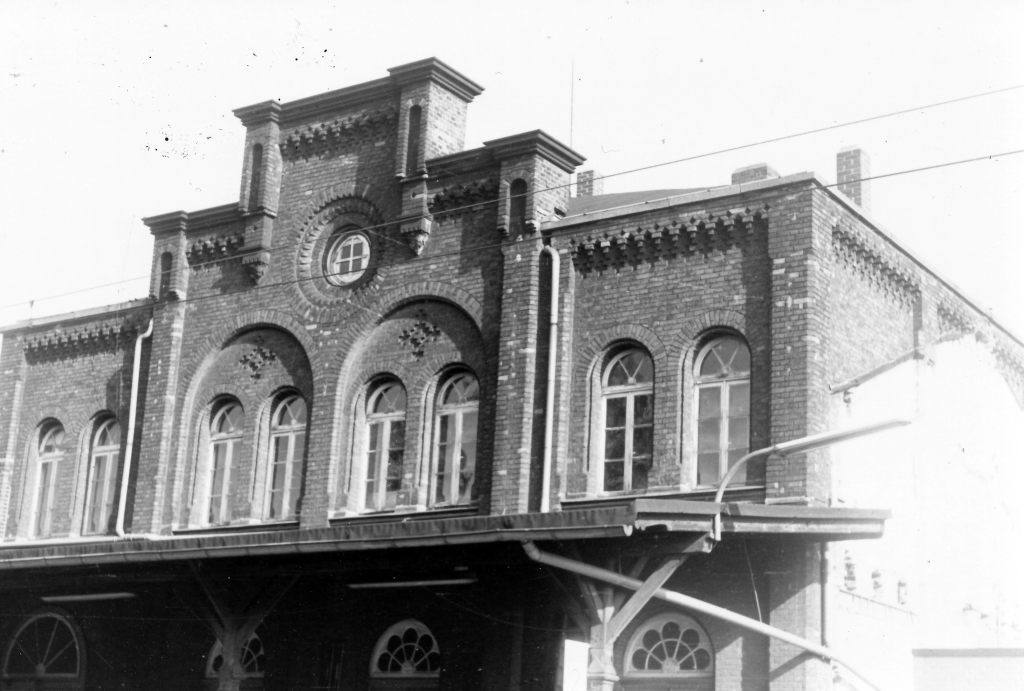 Bahnhof1977-10