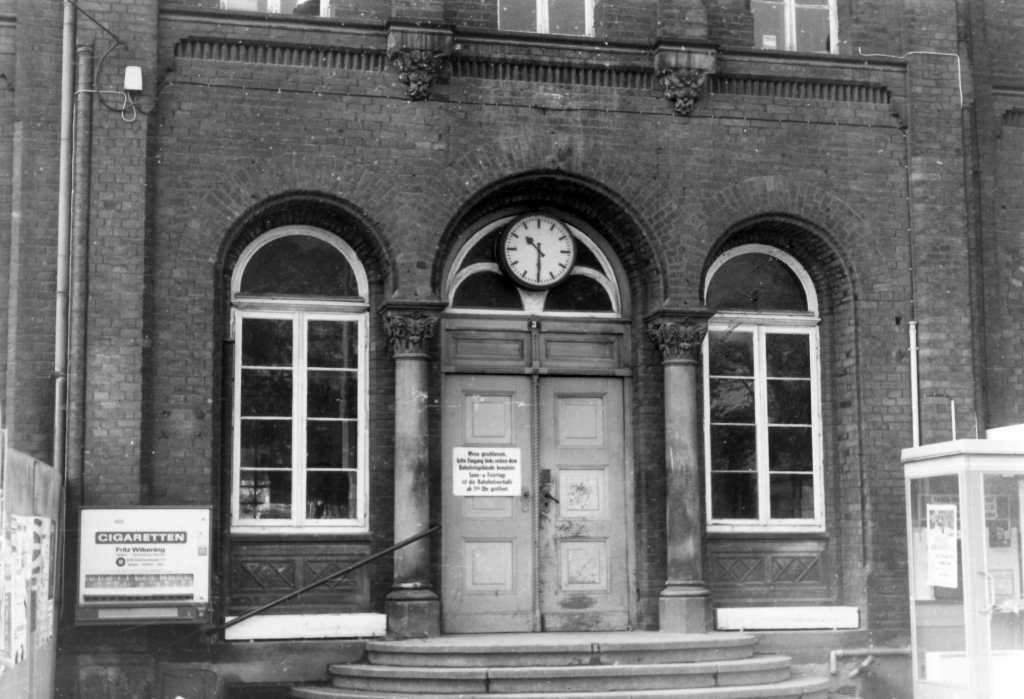 Bahnhof1977-12