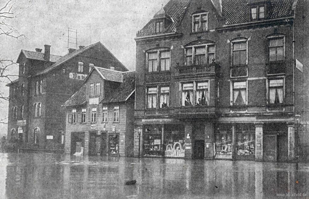 Bahnhofsplatz1909-02 Hochwasser
