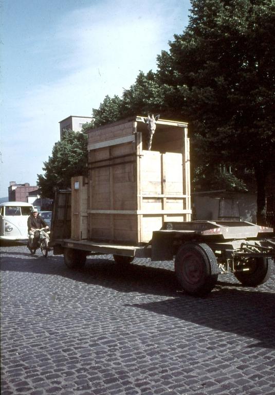 Bahnhofsplatz1960er-02-Ruhe
