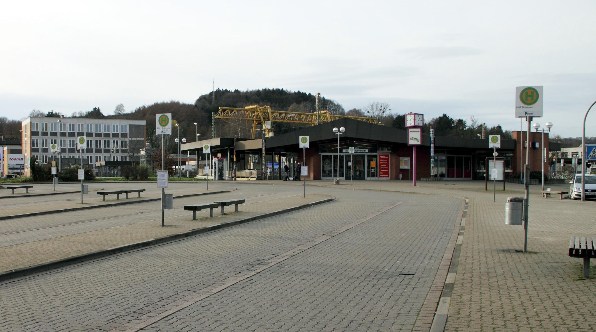 Bahnhofsplatz2009-02-Gödecke