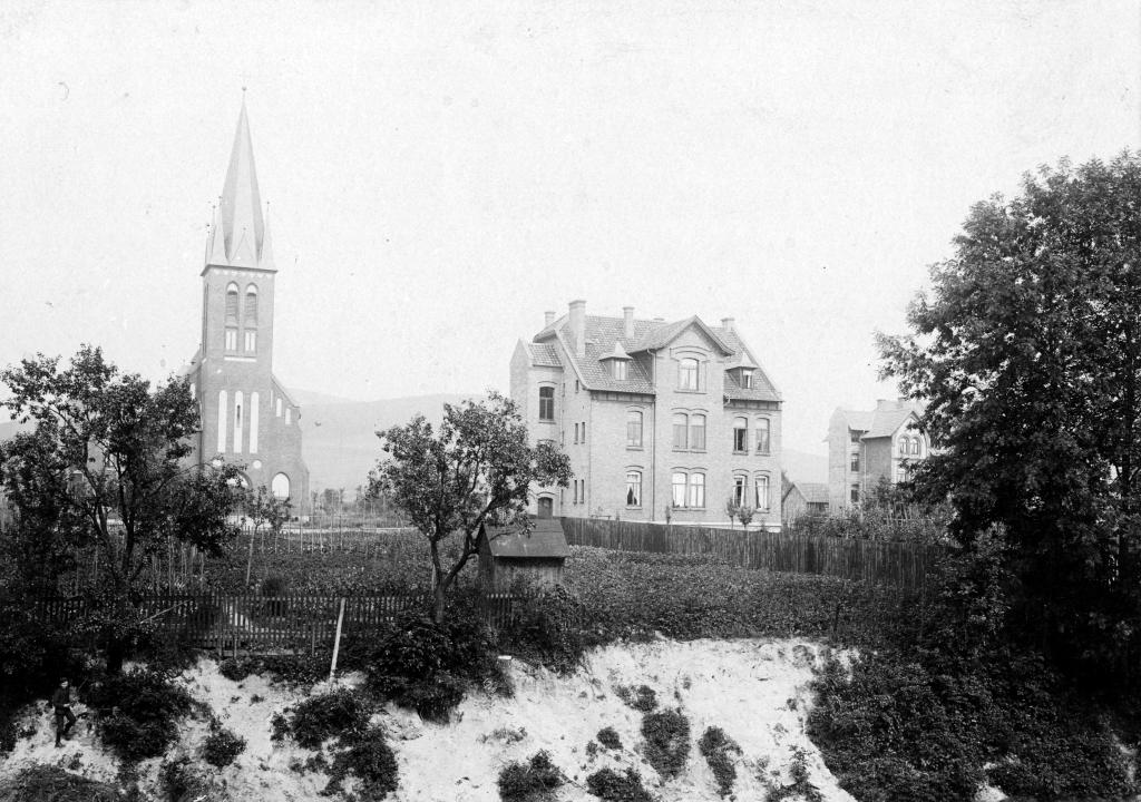 Bismarckstr1900er-03-Nr.32-AnsichtvonAnlagen_erbaut1898