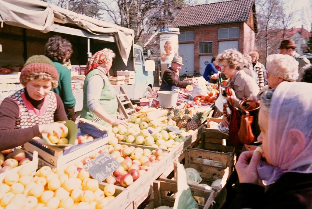 Bornstr1970er-08-Wochenmarkt