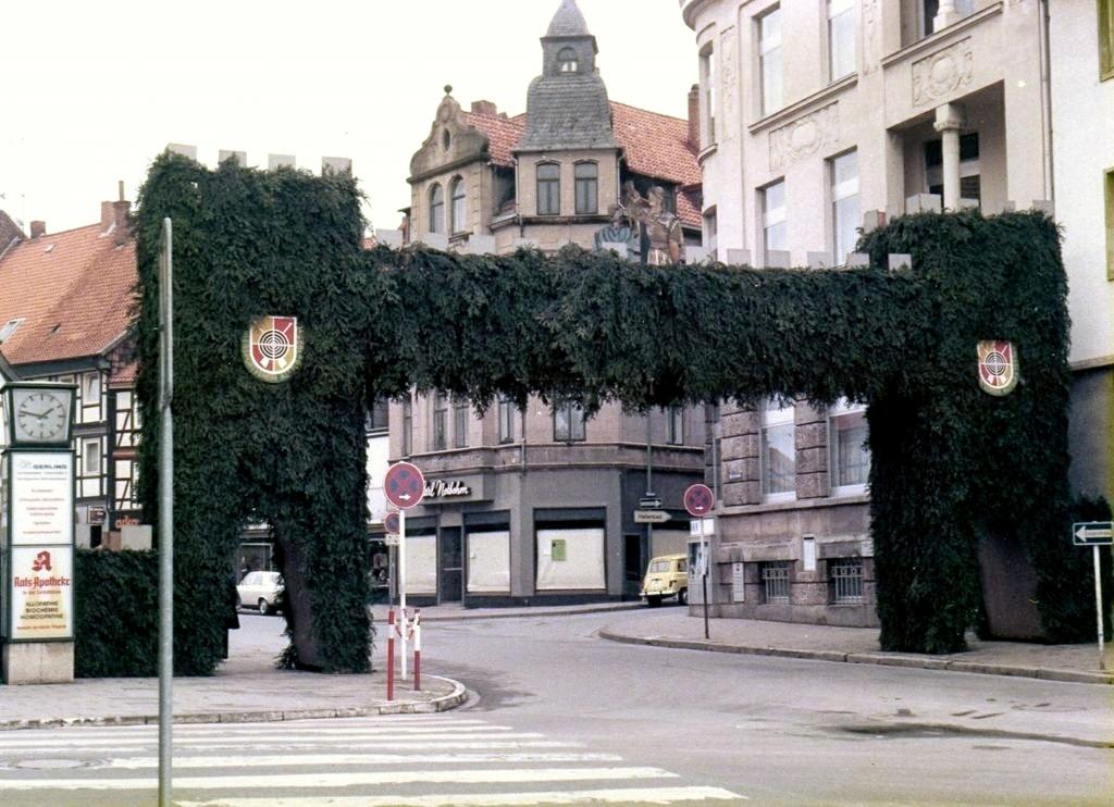 Burgfreiheit1977-01-Schützenfest-Torbogen
