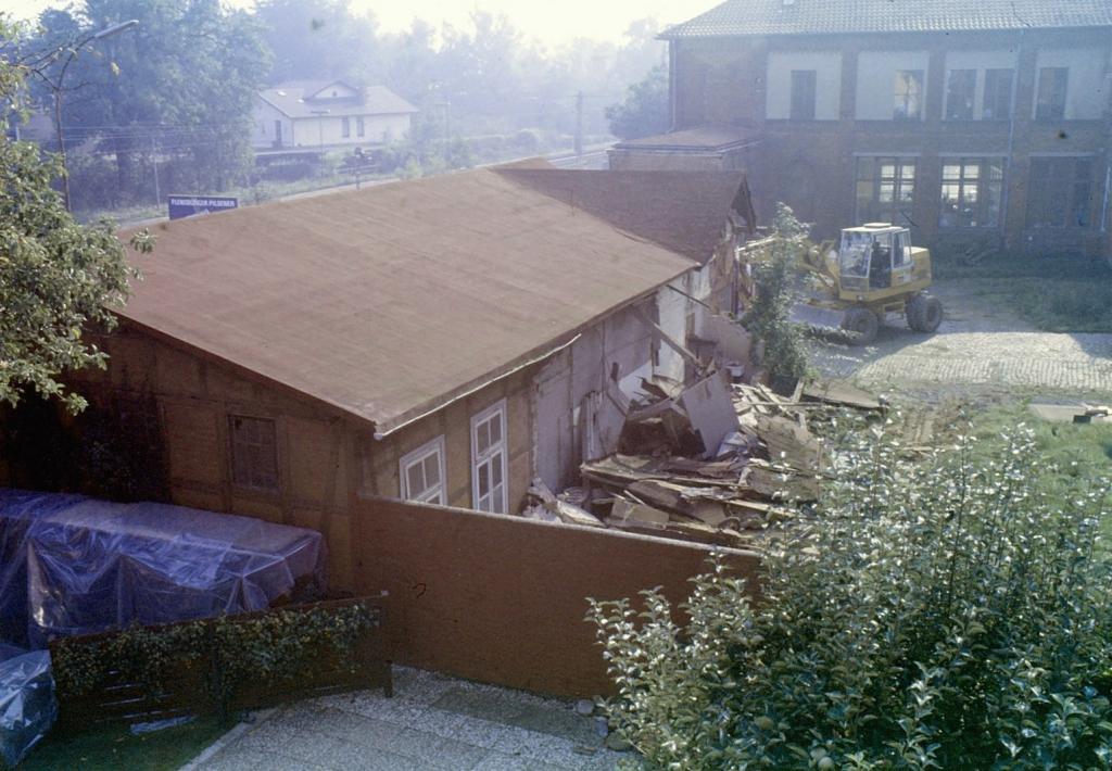 FöhrsterStr1990-02-AbrissAMA-Frühstücksraum-Halle