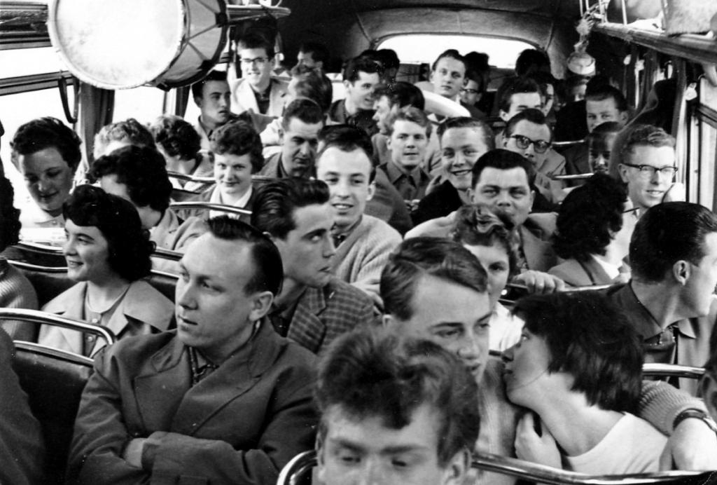 Fanfarenzug1950er-015-Im_engen_Bus