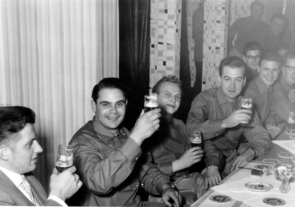 Fanfarenzug1958-01-Eiberg-Cafe