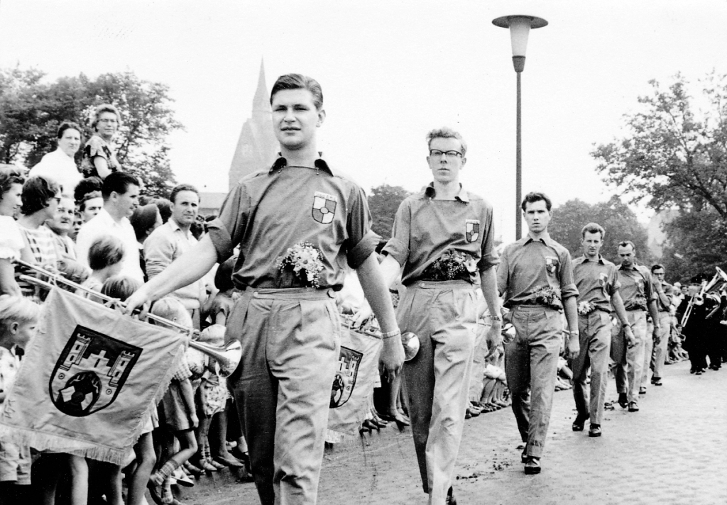 Fanfarenzug1959-04-Ausmarsch