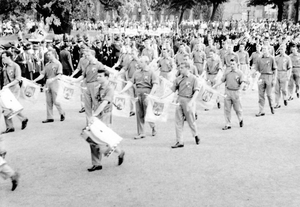 Fanfarenzug1959-05-Ausmarsch