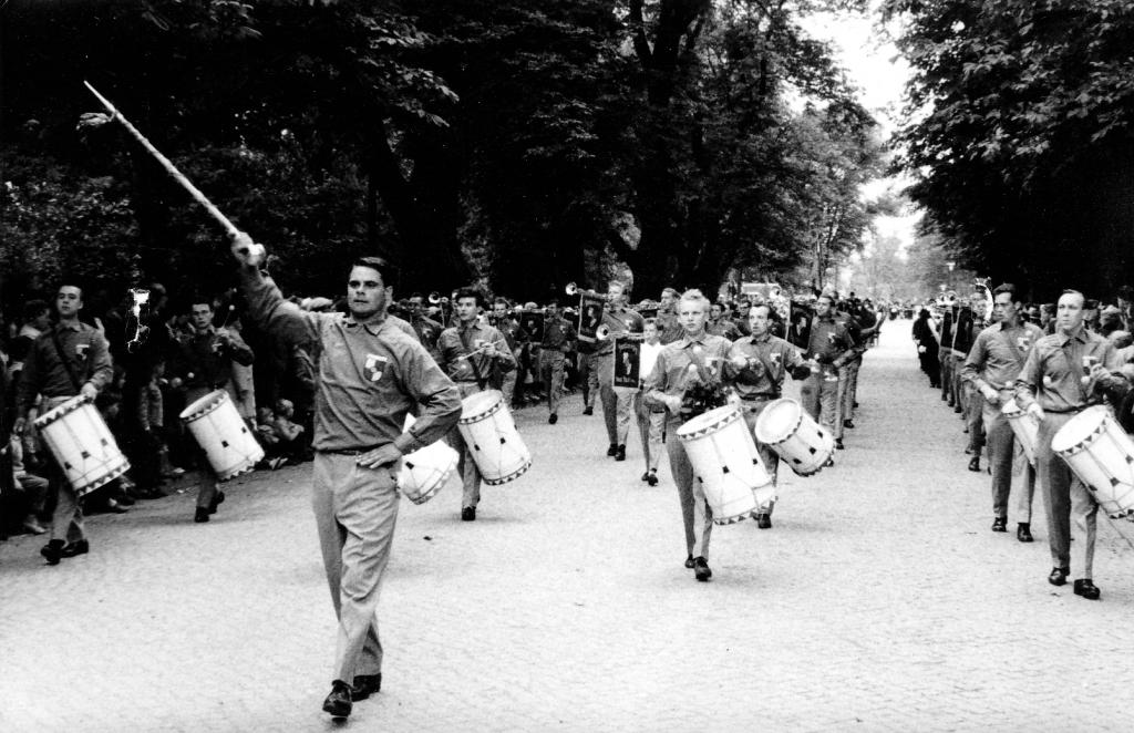 Fanfarenzug1959-10-Hannover-Schützenplatz