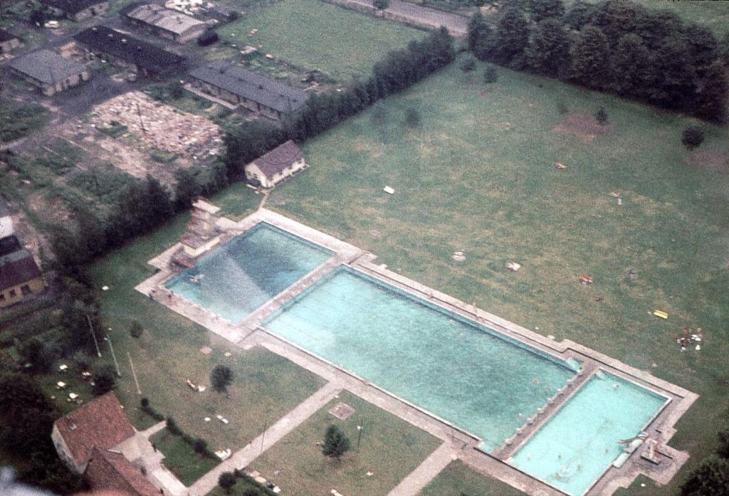 Freibad1950er-09-Luftbild