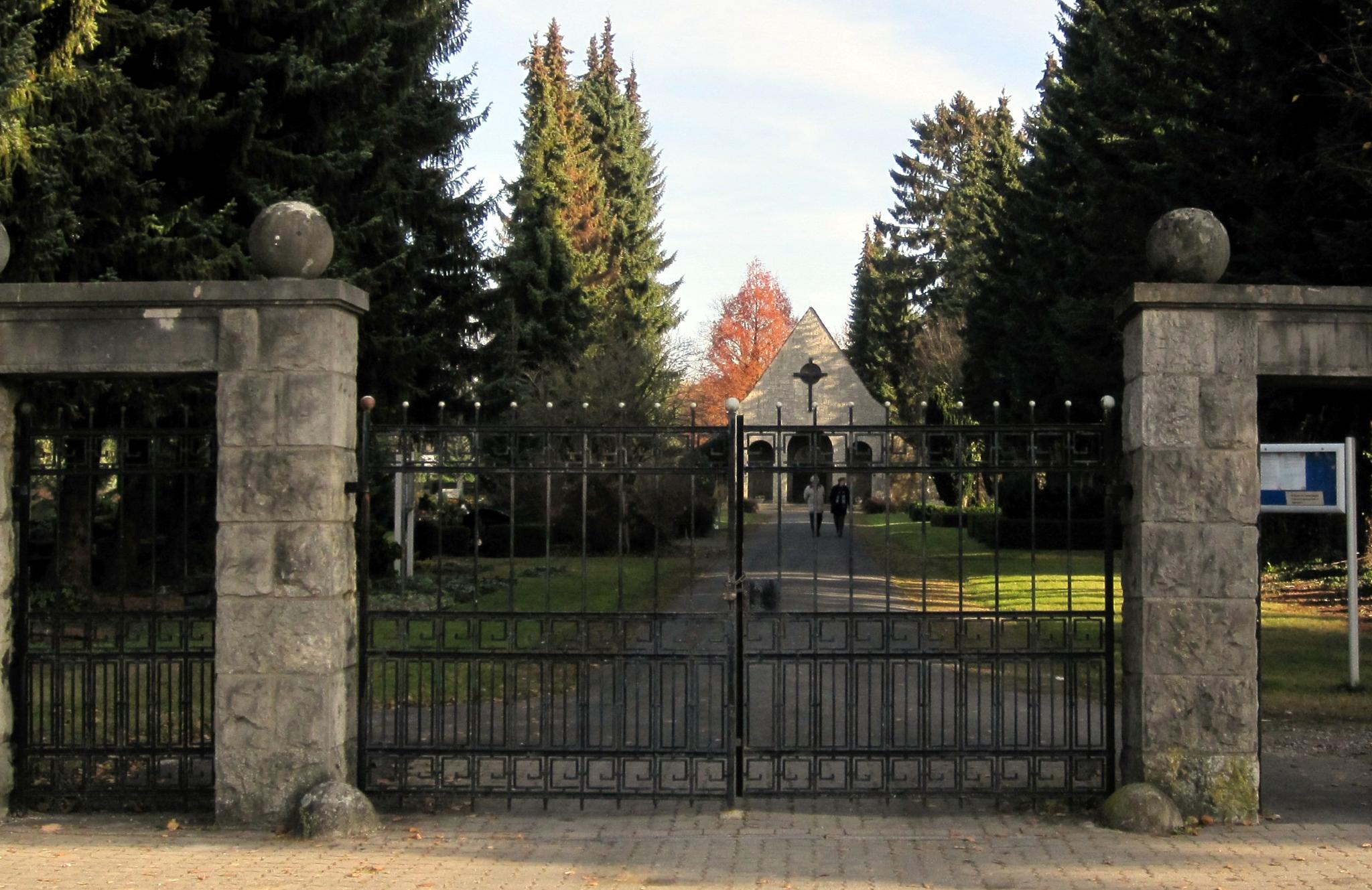 Friedhof2011-15a-Friedhof1974-01-Haupteingang