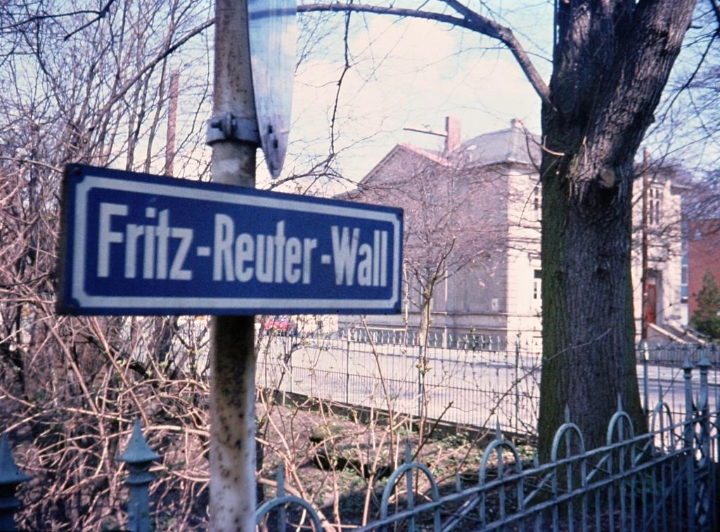 Fritz-Reuter-Wall1979-05-Straßenschild_Gesundheitsamt