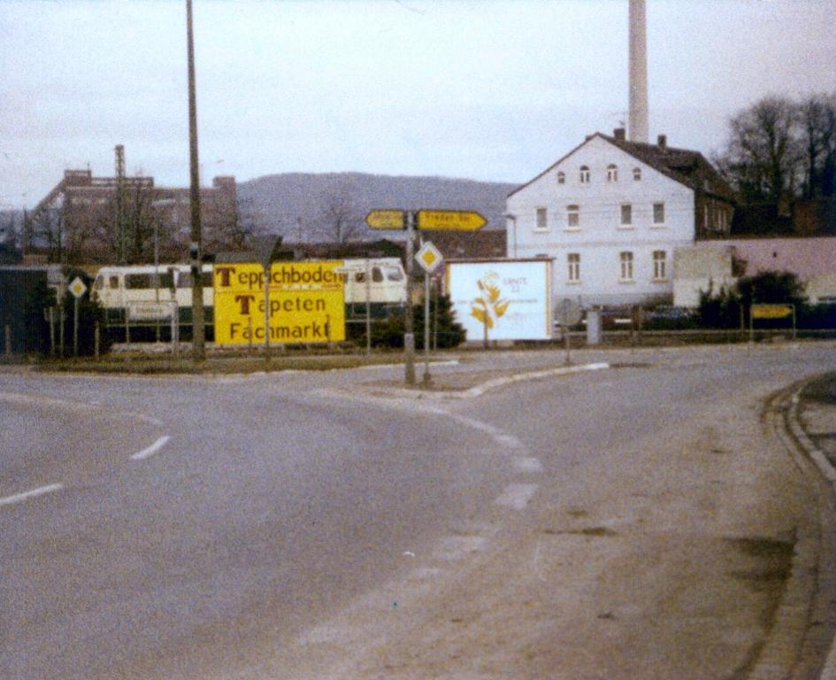 GöttingerStr1979-01-TeppichbodenTapetenFachmarkt
