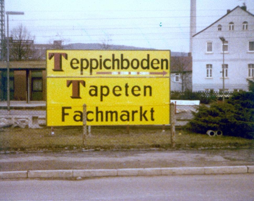 GöttingerStr1979-02-TeppichbodenTapetenFachmarkt