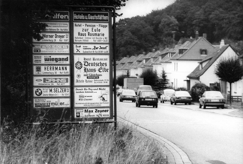 GöttingerStr1987-01-Firmenwegweiser