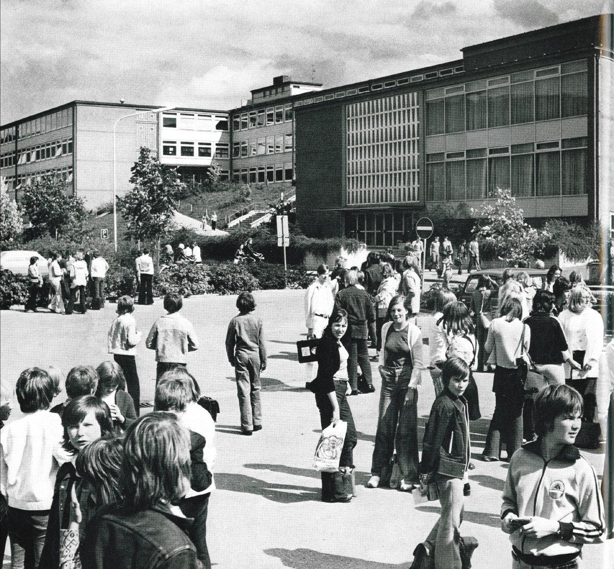 Gymnasium1970er-02