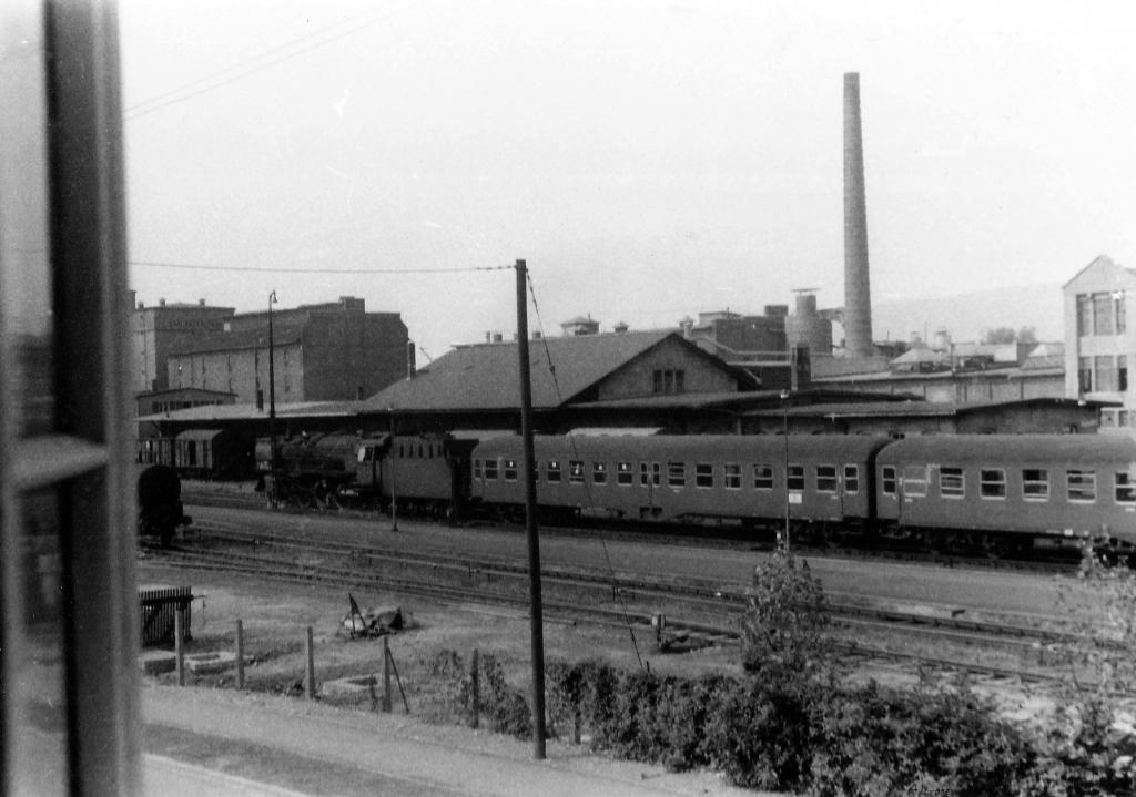 HannoverscheStr1959-04-Nr4-vonSoest_BlickaufBahnhof