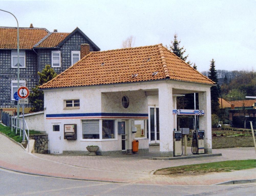 HannoverscheStr1992-01-TankstelleVorlop-Mönneke