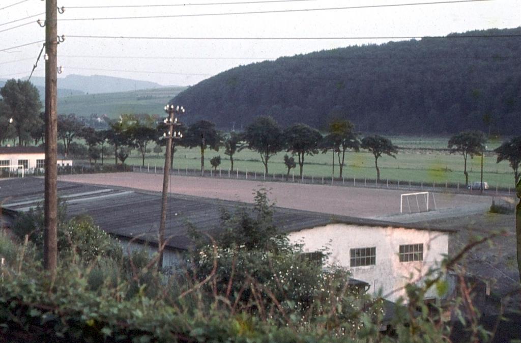 Hindenburg-Sportanlagen1960er-06-Hartplatz