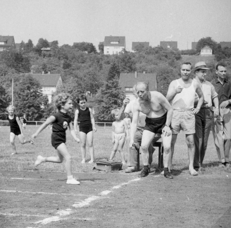 Hindenburgstadion1964-01-Kindersportfest