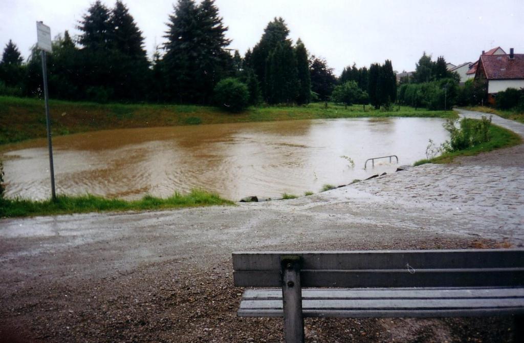 ImWambeck2002-04-Regenrückhaltebecken