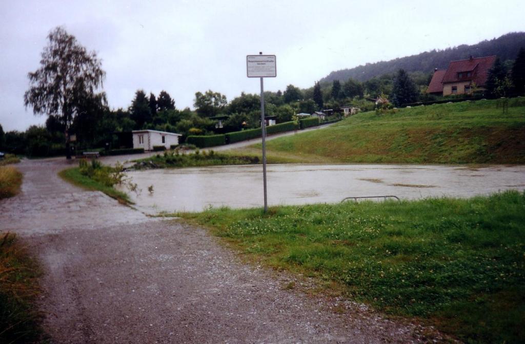 ImWambeck2002-06-Regenrückhaltebecken