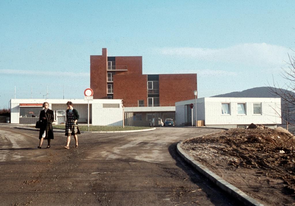 Krankenhaus1970er-05-EinfahrtWirtschaftshof
