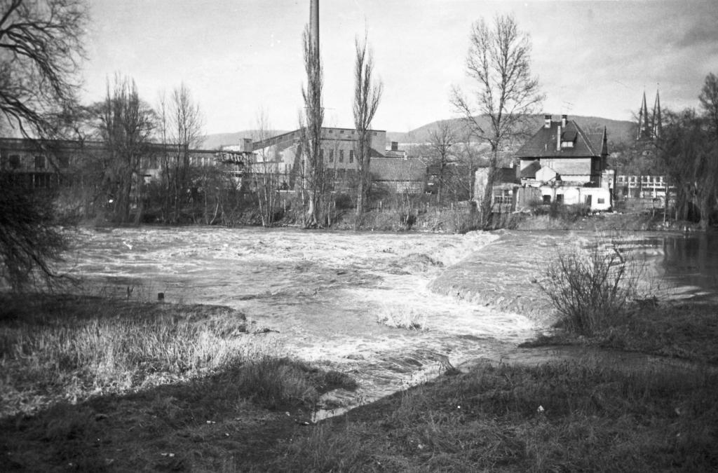 Leine1963-08-Wehr