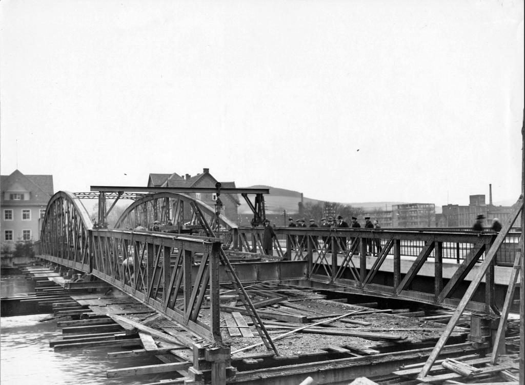 Leinebrücke1928-30-11-Bau-Hochwasser