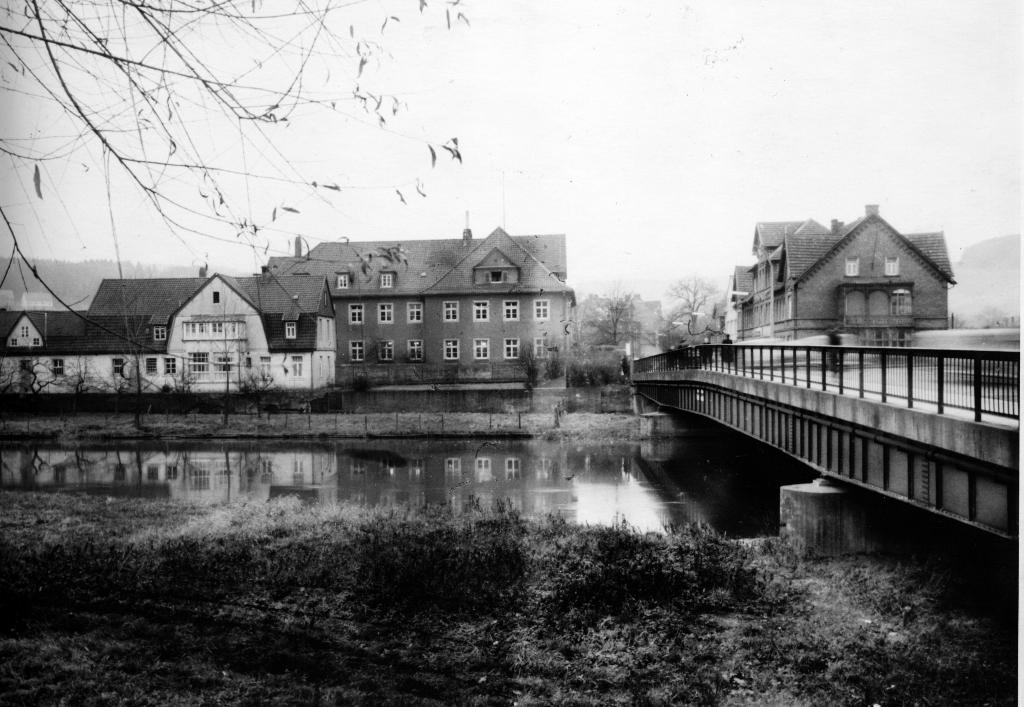 Leinebrücke1950er-05-Brückenapotheke