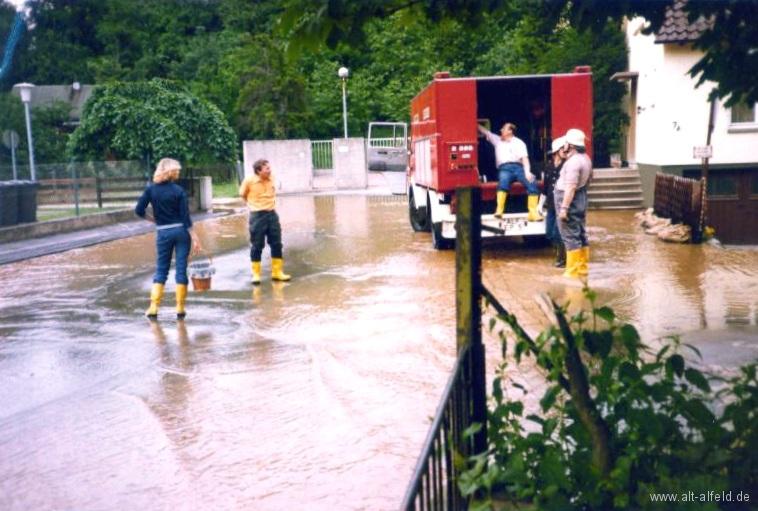 Leinehochwasser1981-21-Brunnenweg