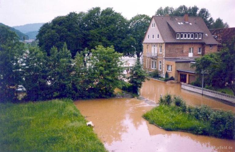 Leinehochwasser1981-22-Brunnenweg
