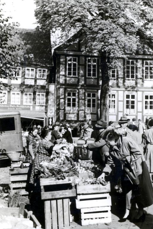Marktplatz1954-01-Wochenmarkt