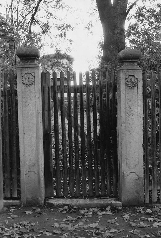 PH1960er-10-EingangSeminargarten-Gartenpfosten