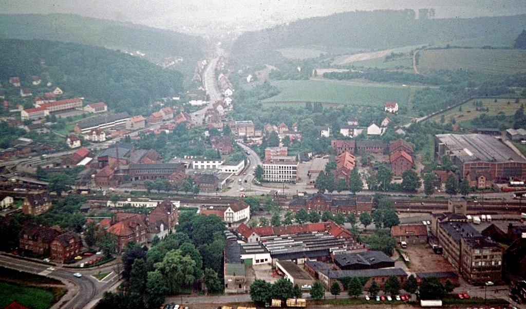 Panorama1973-09-Südstadt-vonHannoverPapier-Schornstein