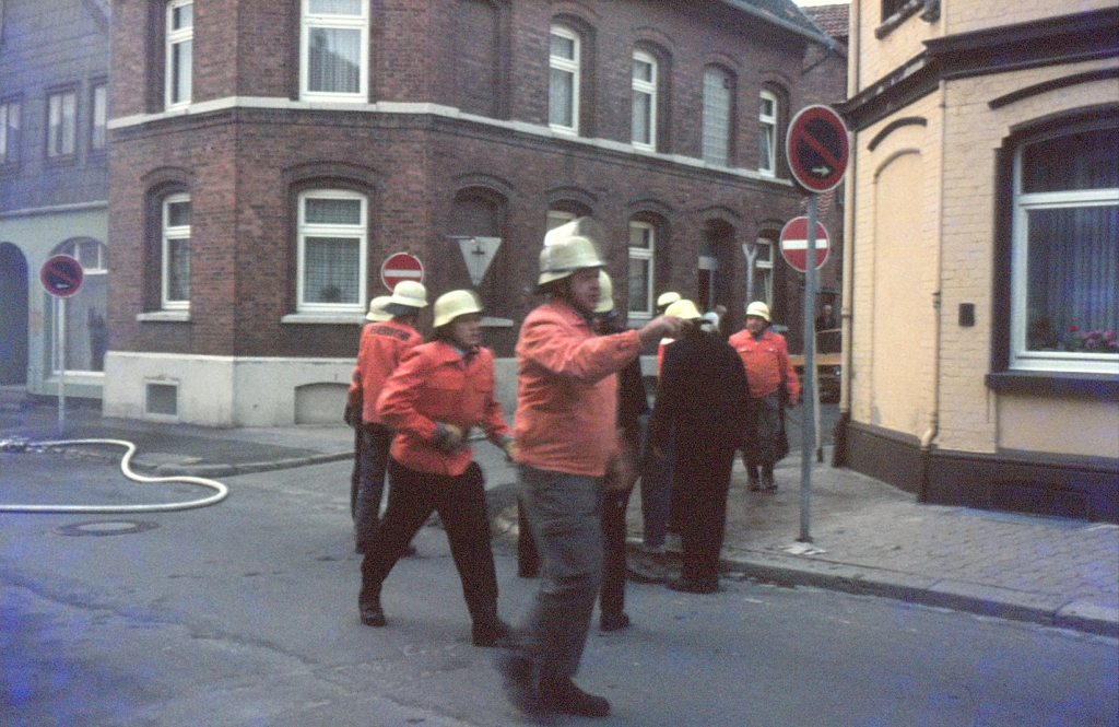 Perkstr1981-04-15-01-BrandeinsatzHausNr.9