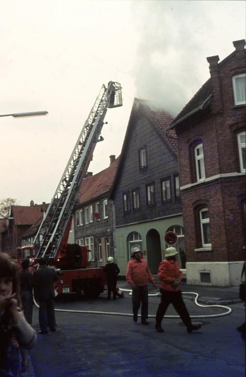 Perkstr1981-04-15-02-BrandeinsatzHausNr.9