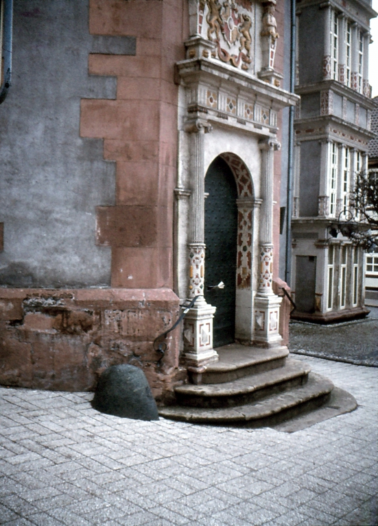 Rathaus1979-04-29-01-Portal