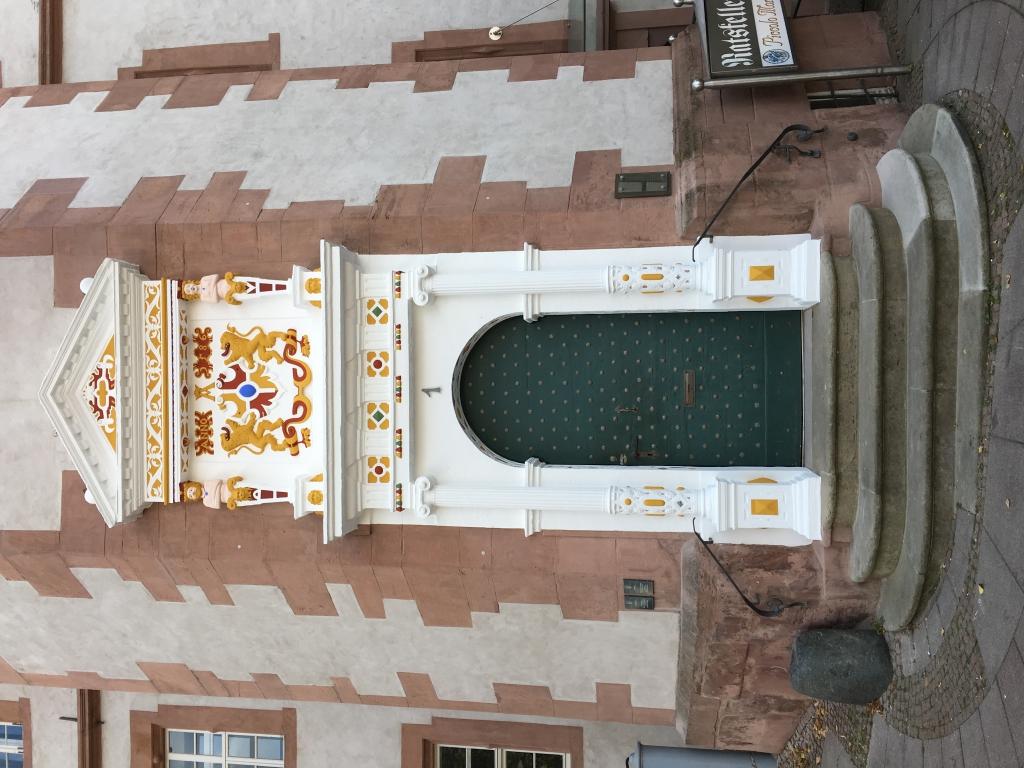 Rathaus2016-76-saniertesEingangsportal