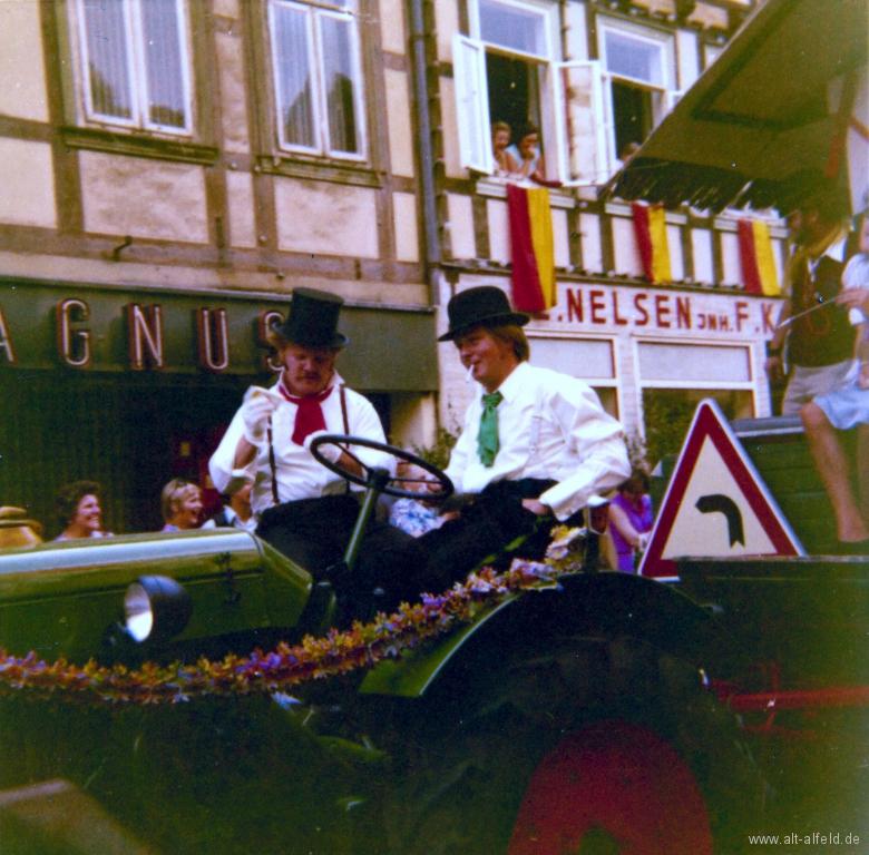Schützenfest1973-69-GerhardWulfes-UweHagemann
